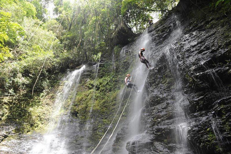Visite o Vale das Cachoeiras